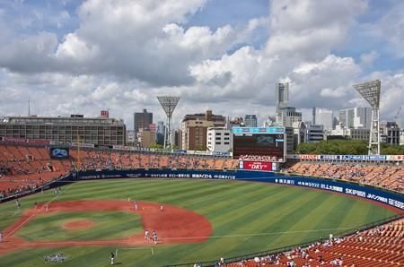 台風到着前の横浜スタジアム
