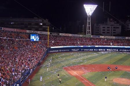 たくさんの広島ファンがセレモニー最後まで残ってくれた