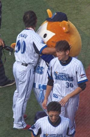 横浜DeNAベイスターズ・藤井とスターマンは仲良し