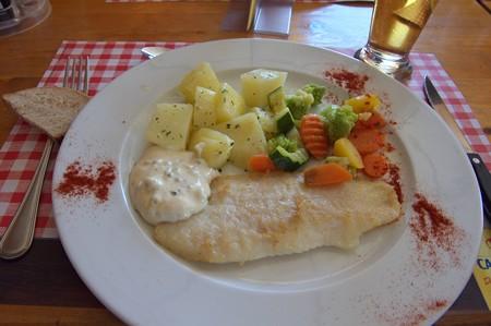 お昼ごはんの魚料理